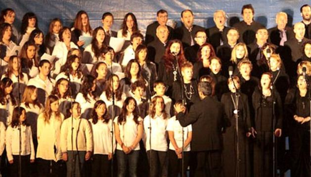 La Escolanía de la Escuela de Música y la Coral Barañáin, en el último espectáculo prefiestas