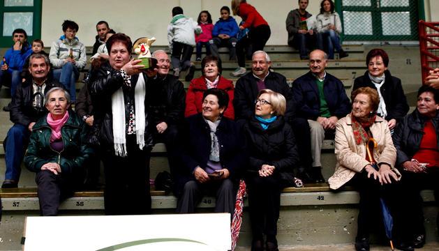 Rosa Goñi, presidenta de 'Denok bat', recoge el premio
