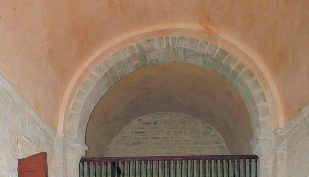 La bóveda contaba, sobre el coro, con un gran agujero que produjo hace 50 años la caída de una campana. Ahora se ha reparado toda la cubierta, lucido el interior y reproducido el pavimento cerámico original