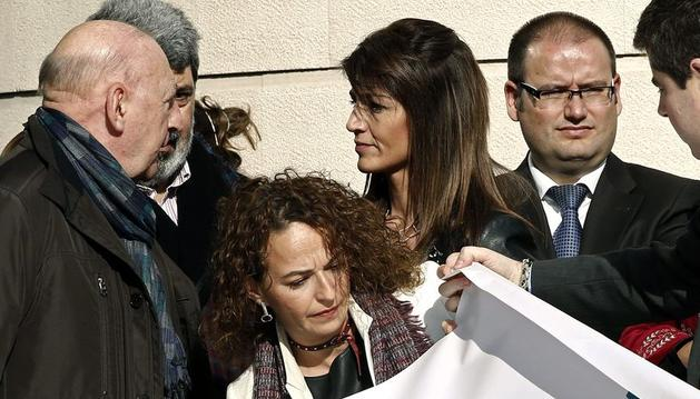 La juez decana de Pamplona, Mari Paz Benito, tras la concentración