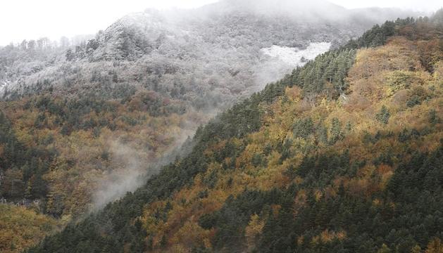 Imagen de este sábado de los montes del Pirineo Navarro cubiertos de nieve