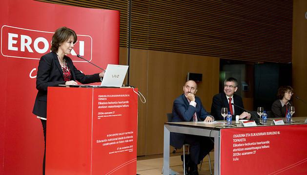 Yolanda Barcina, durante su intervención en el III Encuentro Salud y Nutrición, organizado por Eroski.