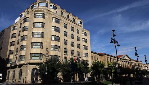Edificio de la Hacienda Foral de Navarra, en Pamplona.