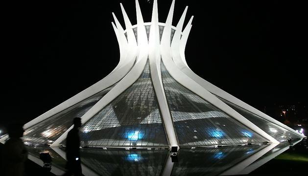 Catedral de Brasilia, creada por Niemeyer en 1960.
