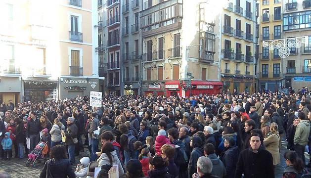 Los trabajadores de Gamesa en Navarra se manifestaron por las calles de Pamplona para pedir una solución al ERE para 283 personas que presentó la empresa.