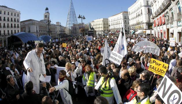 Miles de manifestantes esta mañana en la Puerta del Sol.