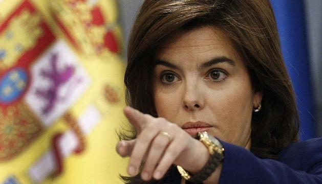 La vicepresidenta del Gobierno, Soraya Saénz de Santamaría, en la rueda de prensa posterior a la reunión semanal del Consejo de Ministro