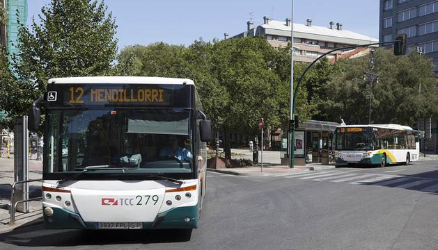 La línea 12, en la imagen, modificará ligeramente su recorrido entre Mendebaldea y Ermitagaña