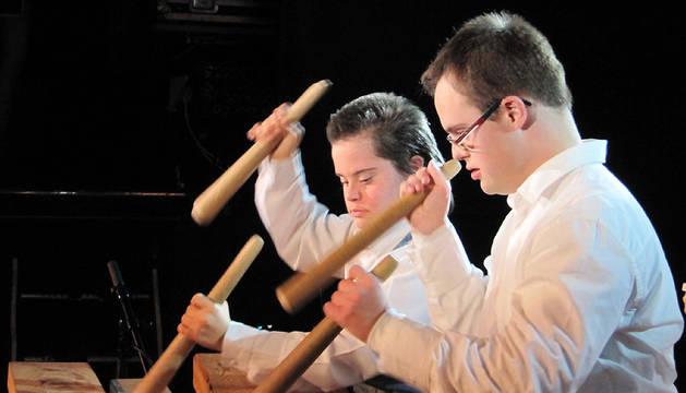 Niños de la Asociación Síndrome de Down de Navarra, en una actuación en la fiesta navideña.