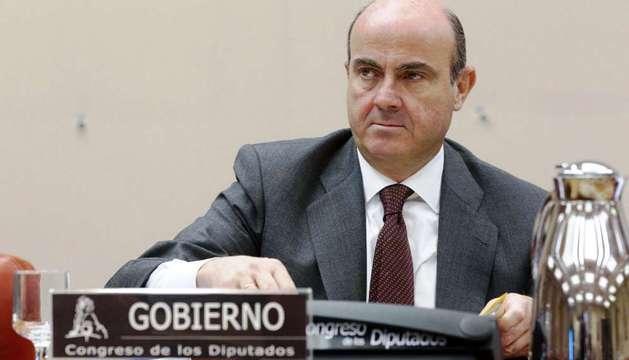 El ministro de Economía. Luís de Guindos, durante su comparecencia en la Comisión de Economía del Congreso.