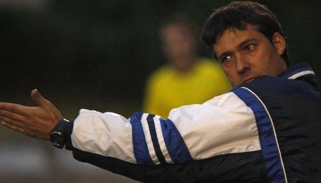 El ex entrenador del Izarra Raúl Marco durante el encuentro de los estelleses ante el Lleida el pasado 4 de noviembre