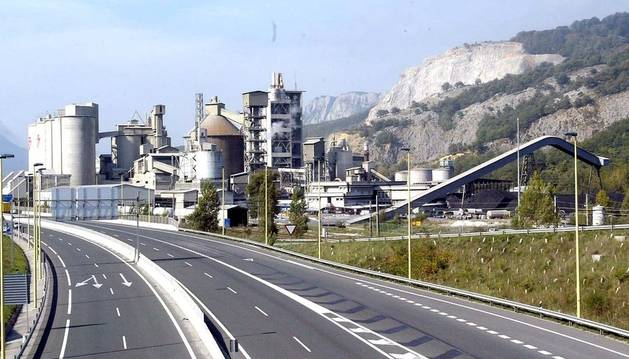 Aspecto exterior de la planta de Cementos Portland en Olazagutía.
