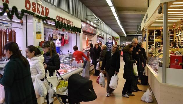 Los comercios del centro de Pamplona abrieron este domingo 23 de diciembre dado que es el día anterior a Nochebuena
