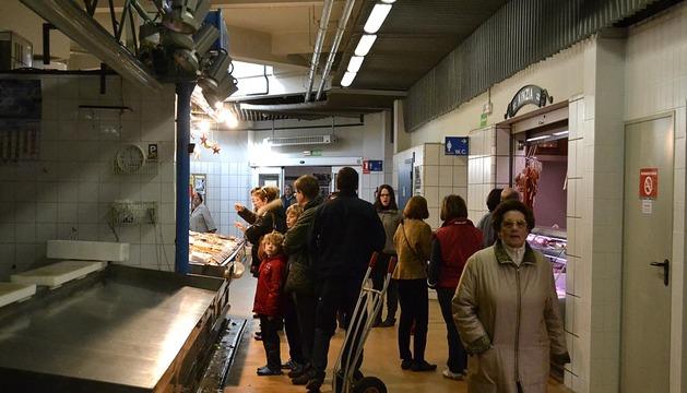 Los comercios del centro de Pamplona abrieron este domingo