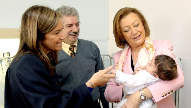 Ana Mato durante la visita que ha realizado a los niños del Hospital Infantil de Zaragoza