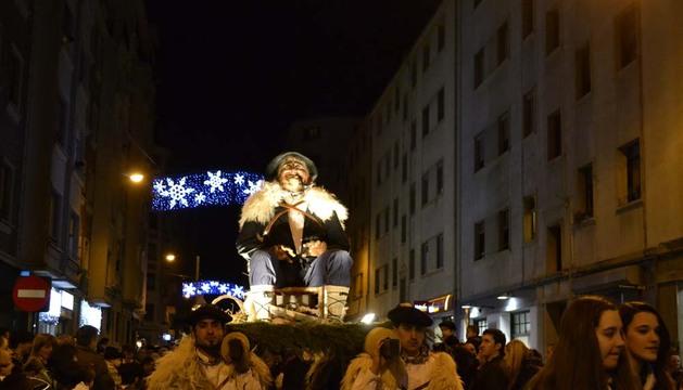 Olentzero, a su paso por las calles de Pamplona