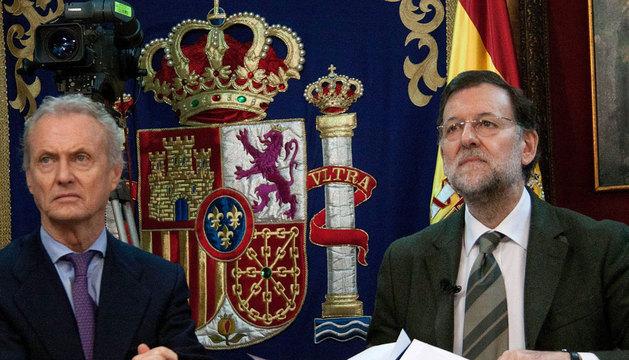Mariano Rajoy, acompañado por el ministro de Defensa, Pedro Morenés.