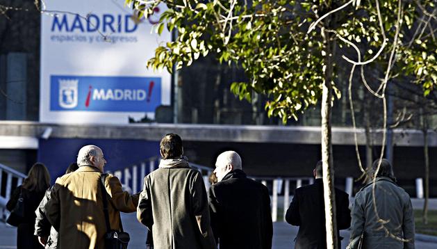 Los abogados de las partes durante una nueva inspección ocular del Madrid Arena.