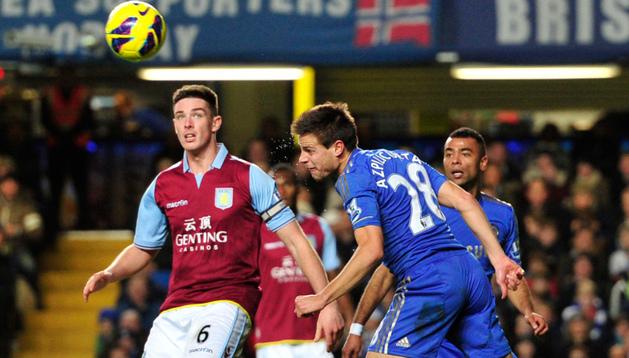 El Chelsea de Azpilicueta, en la imagen en un partido anterior, venció al Norwich gracias a un gol de Mata