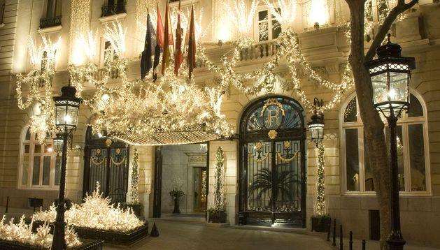 Puerta principal del hotel Ritz de Madrid