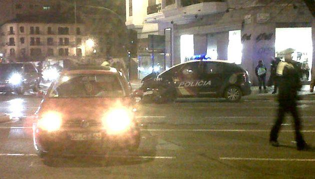 Una colisión entre un coche de la Policía Nacional y un turismo ha provocado retenciones en la Avenida Baja Navarra