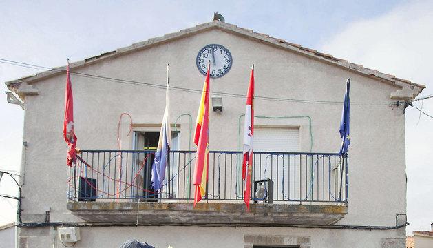 Vecinos de la localidad abulense de Villar de Corneja celebran el fin de año.