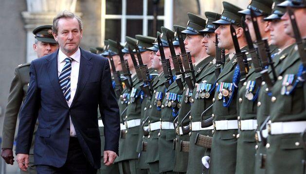 El primer ministro irlandés Enda Kenndy durante la ceremonia celebrada este lunes