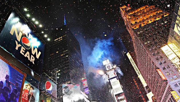 El confettil llenó el cielo de las calles de Nueva York en la llegada del año nuevo 2013