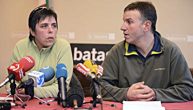Maite Goyenetxe (izda.) y Jean-Claude Aguerre (dcha.) durante la rueda de prensa