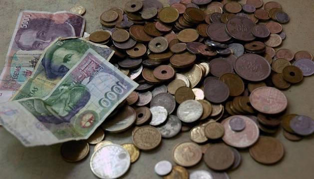 Billetes y monedas de peseta.