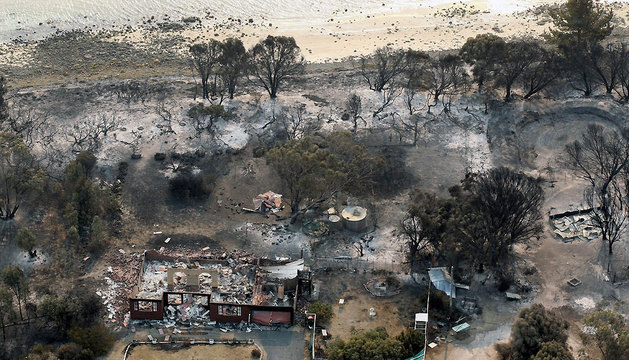 Imagen aérea de la costa de Boomer Bay, Tasmania, afectada por los incendios