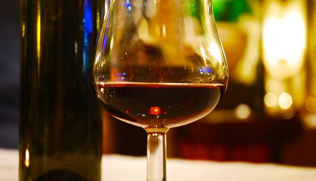 Una copa de vino tiene 178 calorías.