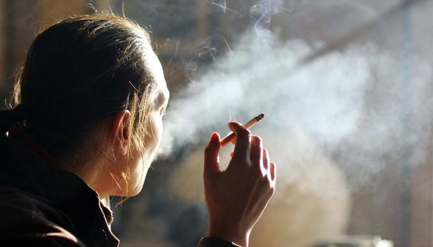 El consumo de tabaco en bares y cafeterías quedó definitivamente prohibido hace ahora dos años