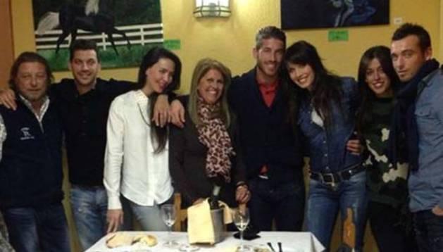 Imagen que Sergio Ramos ha publicado en su cuenta de Twitter con Pilar Rubio