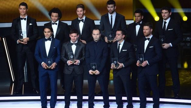 De arriba a abajo y de izda a dcha: Cristiano Ronaldo, Marcelo, Sergio Ramos, Piqué, Dani Alves, Casillas, Falcao, Messi, Iniesta, Xavi y Xabi Alonso