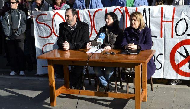 Los trabajadores de San Juan de Dios durante la rueda de prensa en San Lorenzo