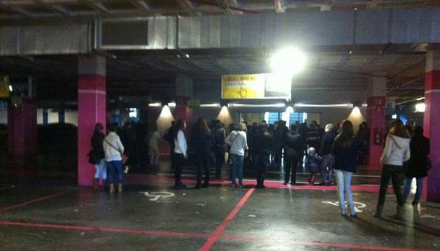 Colas a las puertas de Itaroa, minutos antes de la apertura.
