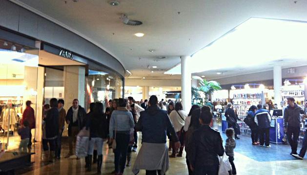 El centro comercial Itaroa, a rebosar de compradores.