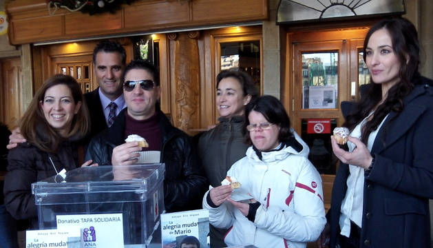 En la presentación de la Tapa solidaria en el bar Kiosko de la Plaza del Castillo.