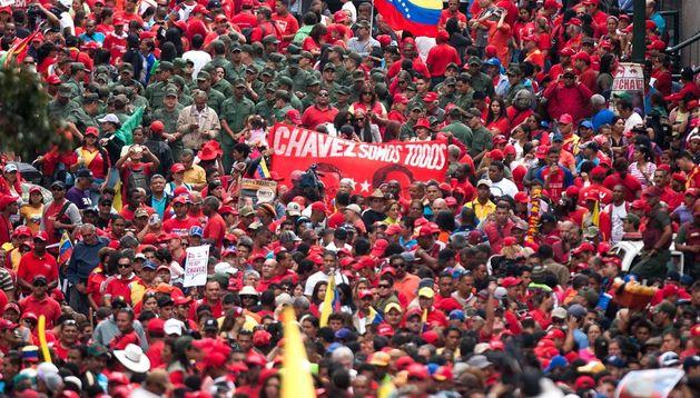 Seguidores del presidente venezolano Hugo Chávez participan en la concentración convocada por el Partido Socialista Unido de Venezuela