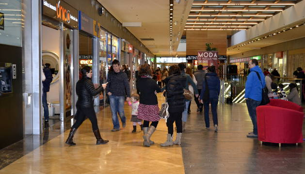 El centro comercial de Itaroa el domingo por la tarde.