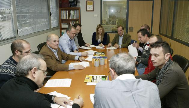 El consejero Zarraluqui, en la reunión mantenida con la junta directiva de Tradisna