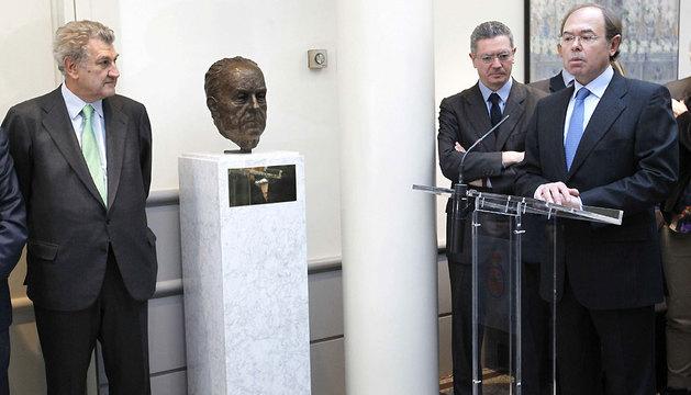 Homenaje y colocación del busto del que fuera presidente fundador del PP, Manuel Fraga.