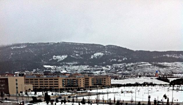Pamplona ha amanecido cubierta por la nieve