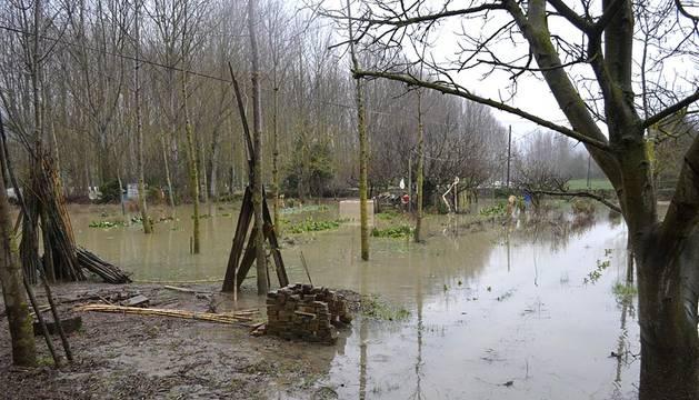 El agua ha entrado en varias viviendas del municipio de Asiáin.