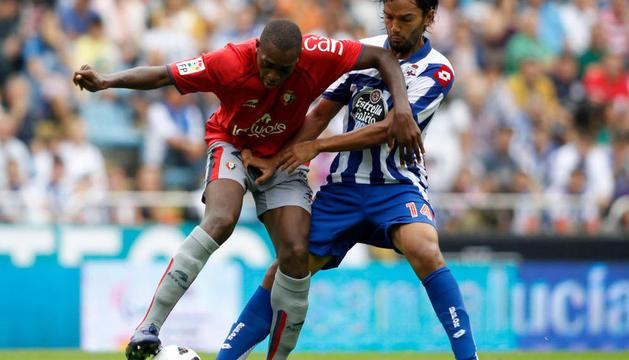 El rojillo Raoul Loé durante el último encuentro disputado por Osasuna ante el Deportivo de la Coruña