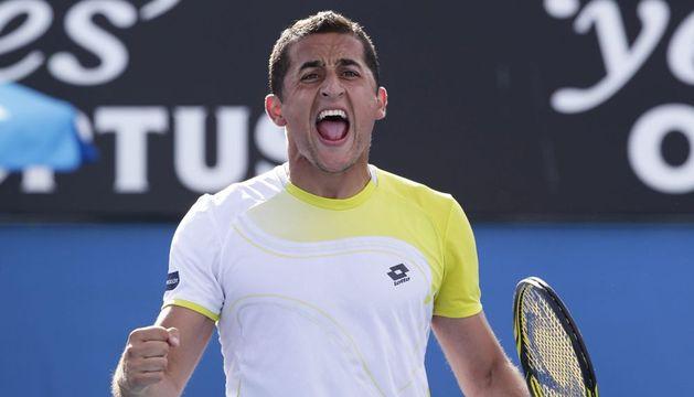 El tenista español Nicolás Almagro celebra su victoria ante el polaco Jerzy Janowicz