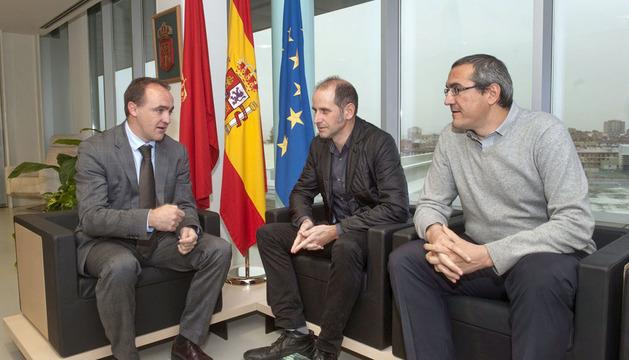 De izda. a dcha. el consejero Esparza, con Subía y Berraondo