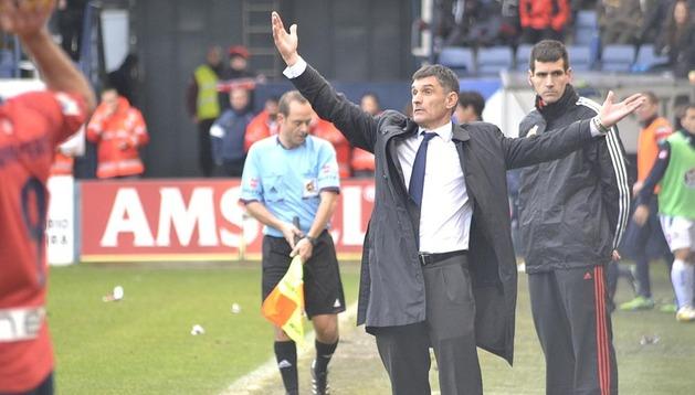 El técnico de Zaldibar, muy activo en la banda contra el Deportivo