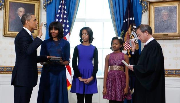 Obama, junto a su familia, durante la toma de posesión